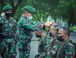 Komandan Brigif Para Raider 3 Kostrad Pimpin Tradisi Penerimaan Warga Baru